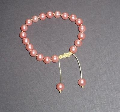 Pearl Bracelet with a Slider Closure