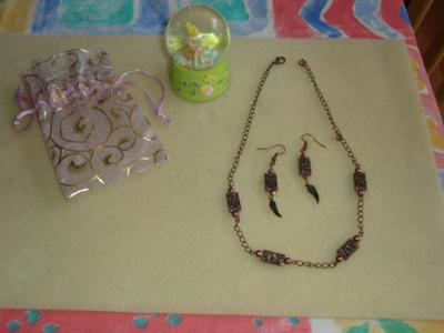 its a set ( choker & earrings)