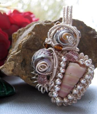 A very elegant and artistic piece of shell jewelry, crafted by Rose.