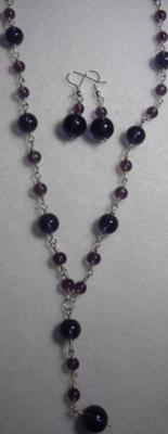 Glass bead necklace with matching drop earrings.
