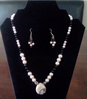 A very elegant pink and black jewelry set.